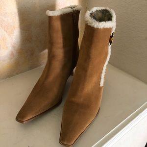 Stuart Weitzman Shoes - Stuart Weitzman Leather Ankle Bootie Fur Lined 9.5
